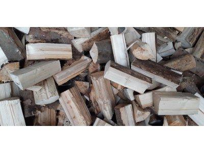 palivové dřevo smrk ŘEZANÉ 25cm štípané (12,5 MJ/kg)