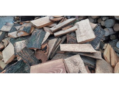 Palivové dřevo DUB ODKOR PŘÍŘEZY do 25 cm - Odkory.jpg