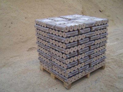 EKObrikety dřevěné paleta=100bal výhřevnost 18 MJ/kg