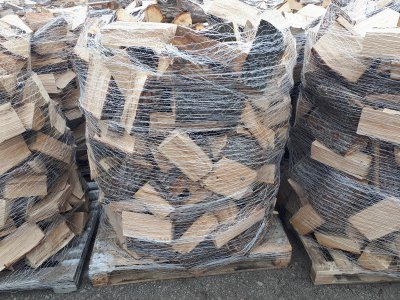palivové dřevo DUB paleta štípané 1,2prms/pal - dub 1.jpg