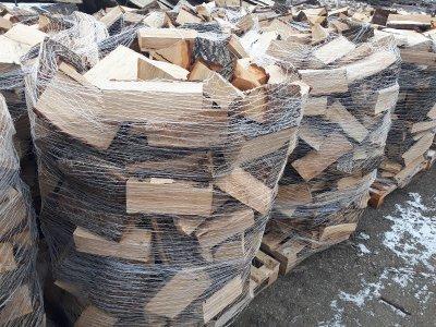 palivové dřevo DUB paleta štípané 1,2prms/pal - dub3.jpg